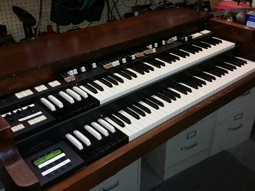 Hammond XC3 with Leslie, midi out, excellent condition around $6000.00