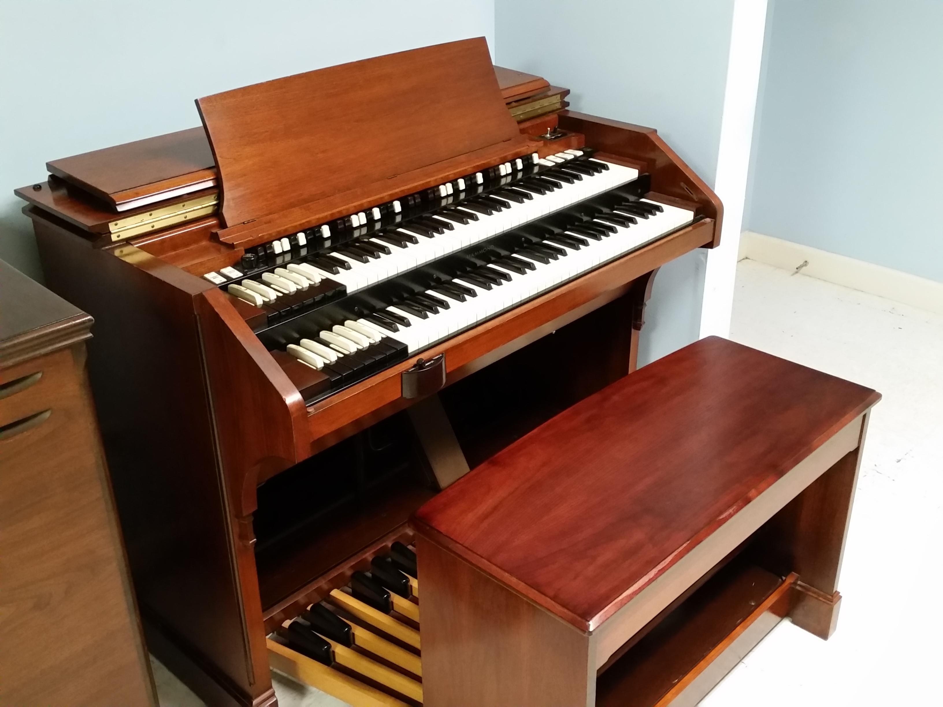 Hammond C3, super clean, one owner with 122 or 147 Leslie  around $8500.00