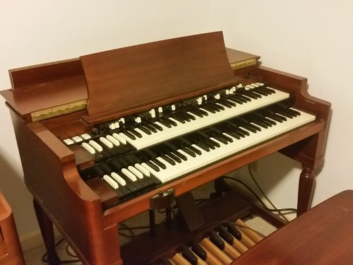 Hammond B3 Walnut finish, pristine quality, Presidents collection   around $15,000 with 122 RV negotiable