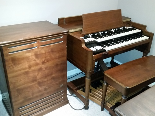 We buy and sell Vintage Hammond organs and Leslies