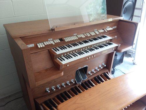 Rodgers 123 Church organ